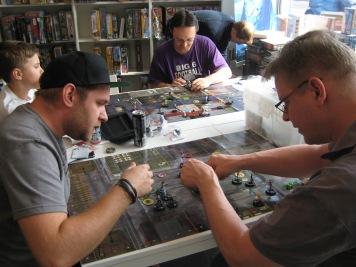 Superhelden gegen Superhelden. Comics und Spiele in perfekter Vereinigung.